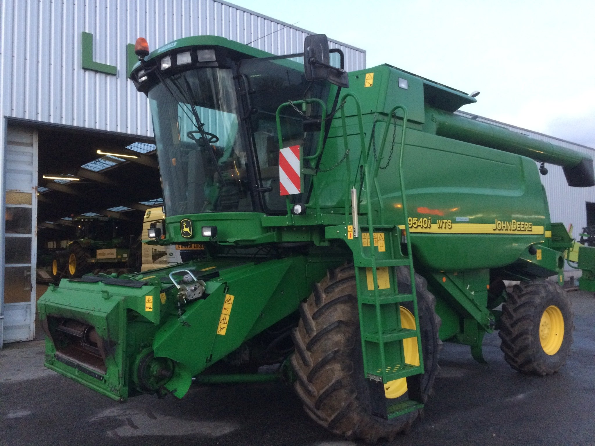 Moissonneuse batteuse John Deere 9540 i WTS - 1